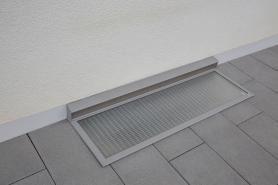 Regenschutz als Kellerschachtabdeckung